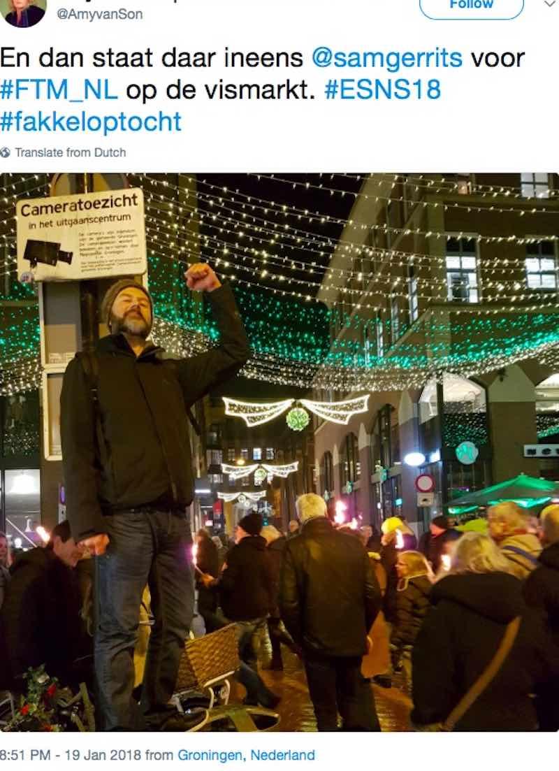 En dan staat daar ineens @samgerrits voor #FTM_NL op de vismarkt. #ESNS18 #fakkeloptocht